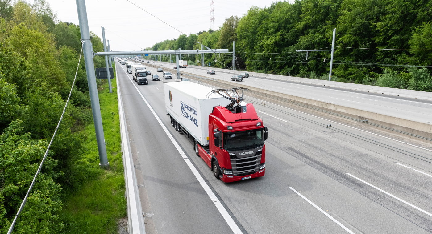 Lorry using e-highway in Germany