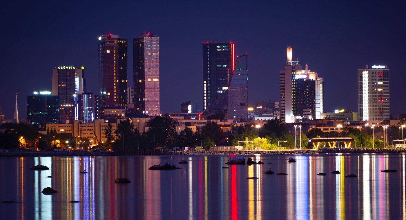 Tallinn skyline at night