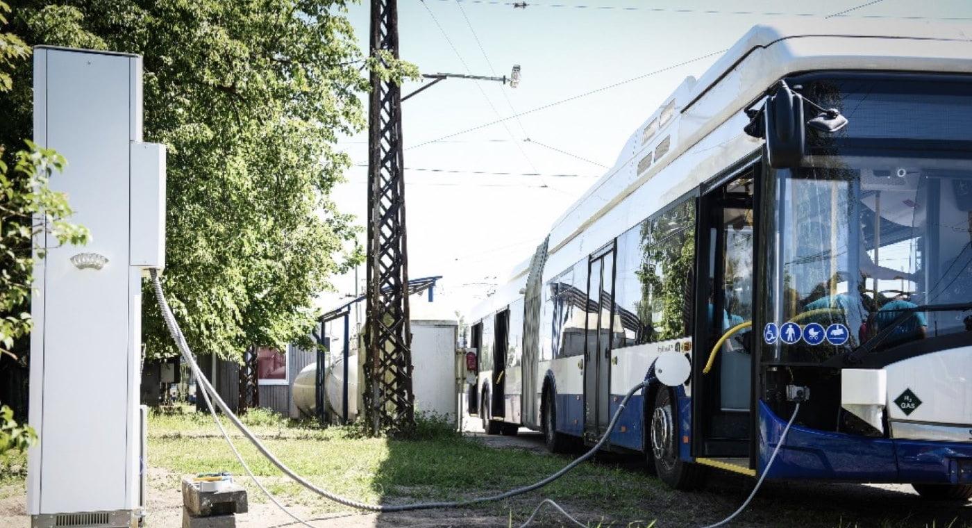 Hydrogen trolleybus refuelling